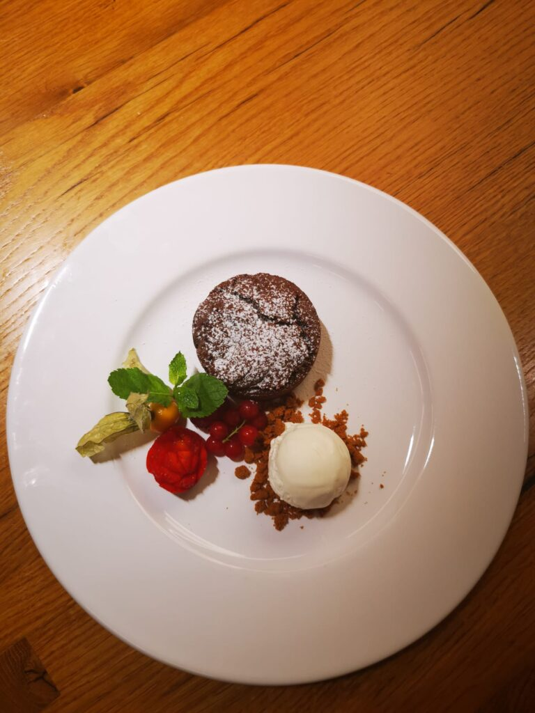 Edelweiss-Pizzeria-Restaurant-Lauwarmer-Schoggikuchen