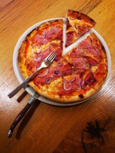 Edelweiss-Pizzeria-Restaurant-Pizza-Bauern