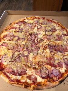 Edelweiss-Pizzeria-Restaurant-Schwende-Pizza-Santis